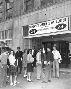 Georgia State students on Ivy Street (Kell Hall entrance), 1946