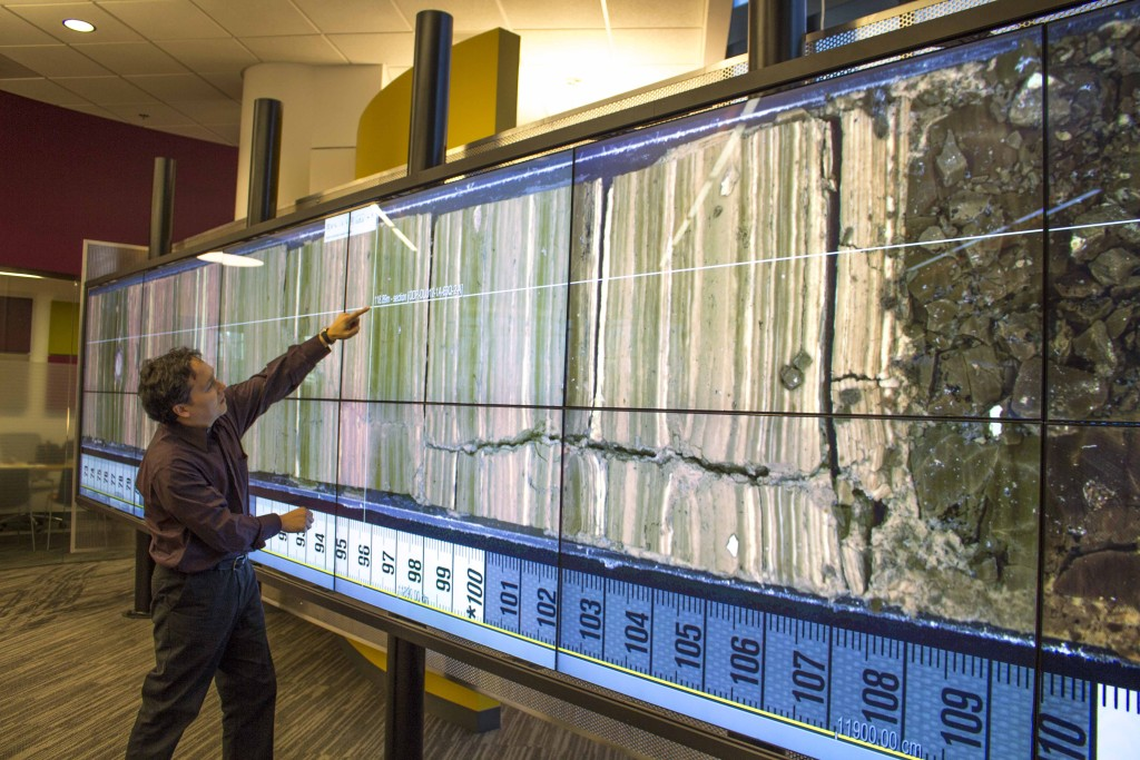 Dr. Deocampo analyzing the Smithsonian Institution's Olorgesailie core on CURVE's interactWall